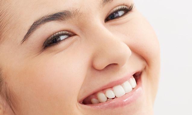כתר לשיניים קדמיות